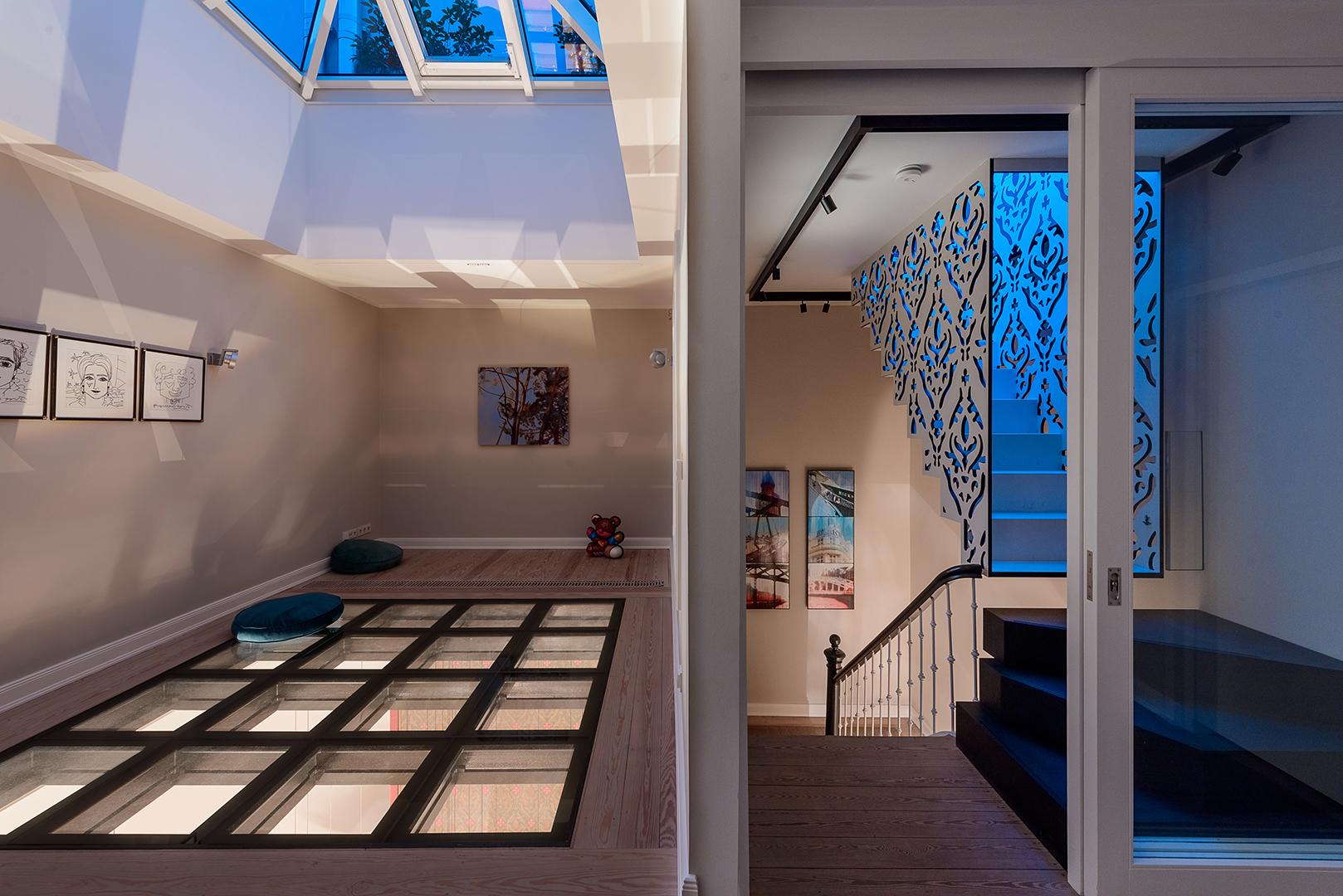 Galeriebild / Lichtobjekt für eine Stadtvilla in Hamburg